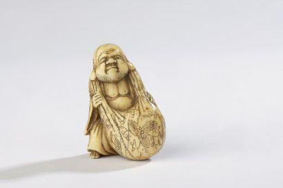 Netsuke en ivoire, Hotei debout, portant...