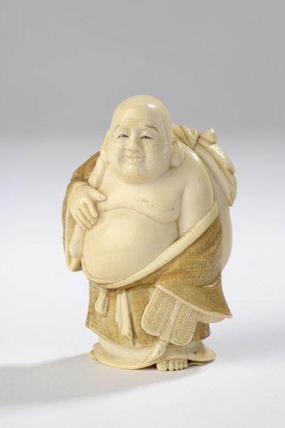 Okimono en ivoire dans le style des netsuke,...