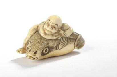 Netsuke en ivoire, Kintaro sur une carpe...