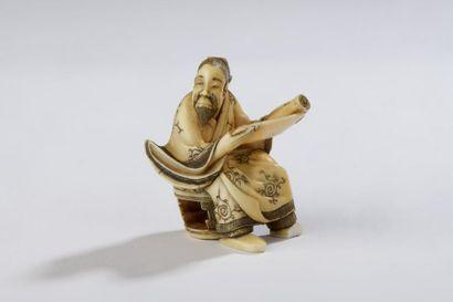 Netsuke en ivoire, lettré assis sur tabouret,...