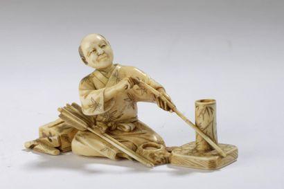 Okimono en ivoire de morse dans le style...