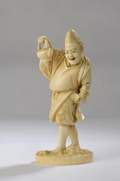 Okimono en ivoire, serveur de thé, une théière...