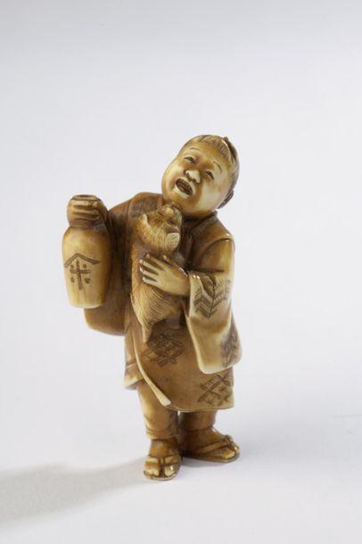 Netsuke en ivoire à patine jaune, personnage...