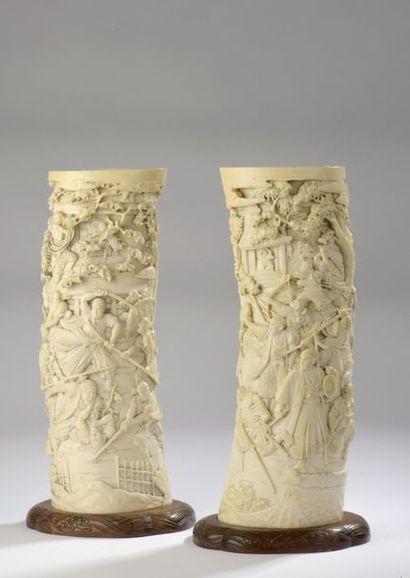Paire de porte-pinceaux en ivoire sculpté...