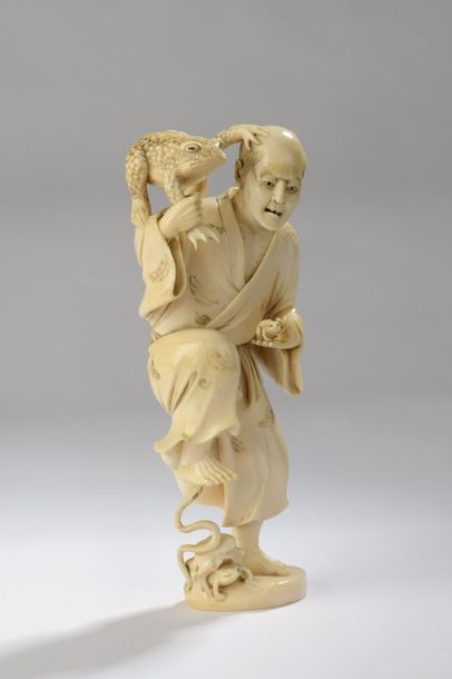 Okimono en ivoire figurant un vieil homme...