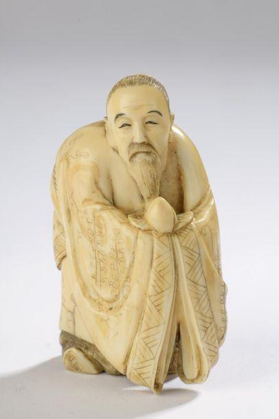 Sujet en ivoire de morse, Tobosaku debout,...