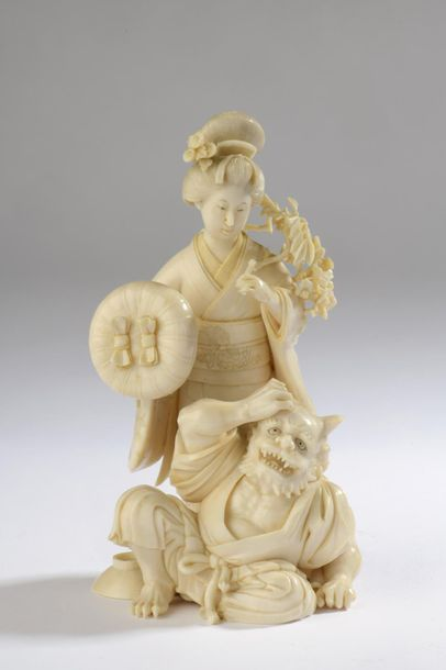 Okimono en ivoire, bijin (jolie femme), un...