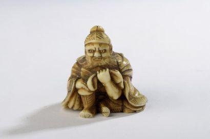 Netsuke en ivoire, Shoki assis et portant...
