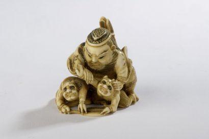 Netsuke en ivoire, Shoki terrassant un oni,...