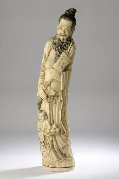 Statuette en ivoire, Immortel debout, un...