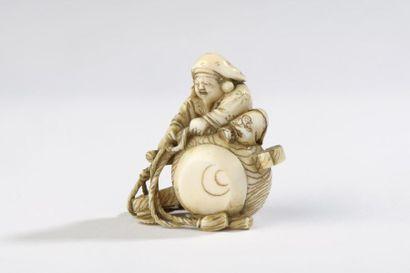 Netsuke en ivoire de morse, Daikoku assis...