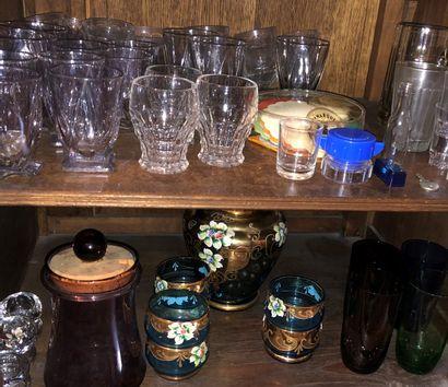 Mannette de verres et vaisselle divers dont...