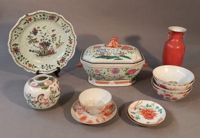 Lot de porcelaines de Chine comprenant :...