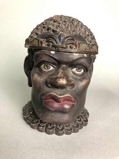 Tête de roi africain avec diadème.  Terre...