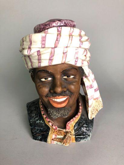 Tête d'homme arabe souriant avec coiffe et...