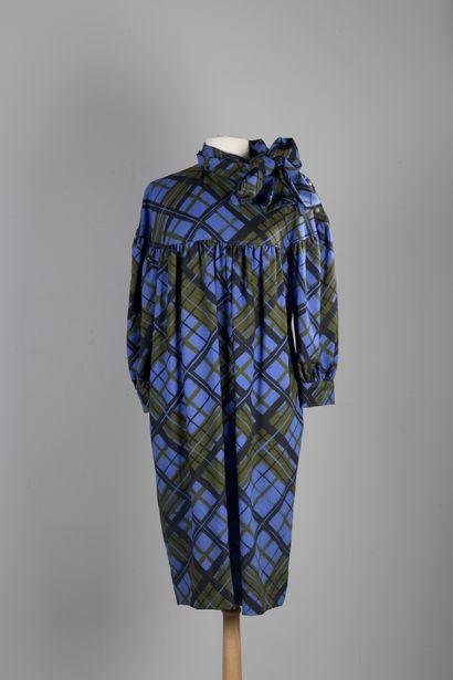 YVES SAINT-LAURENT VARIATION  Robe ample...