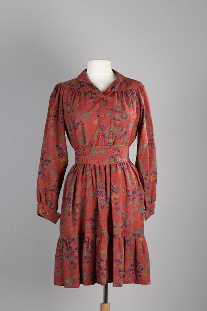 TED LAPIDUS  Robe en étamine de laine rouge,...