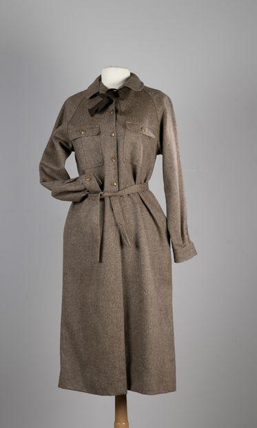 GUY LAROCHE DIFFUSION  Robe chemise en lainage...