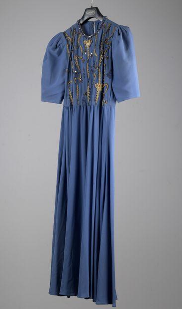 CARVEN  Robe du soir en crêpe de soie bleue,...