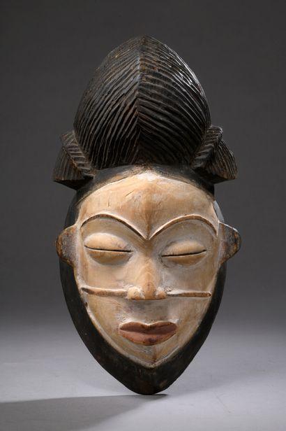 PUNU MASK, Gabon  Soft wood, pigments, traces...
