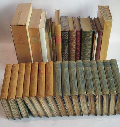 Lot de littérature et d'ouvrages romantiques...