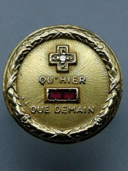 Bague en or jaune 18K 750‰, ornée d'une médaille...