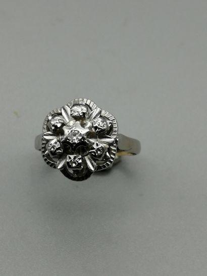Bague en or gris 18K 750‰, en forme de fleur,...