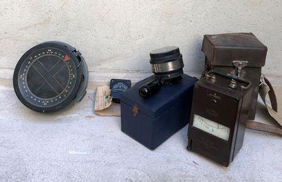 Lot d'instruments comprenant :  - Compas...