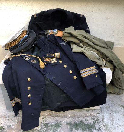 Lot d'uniformes et décorations du commandant...