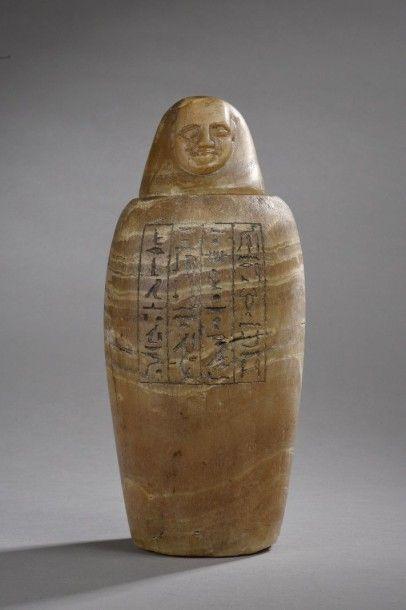Vase Canope au nom d'Imhotep. La panse est gravée de quatre colonnes hiéroglyphiques...