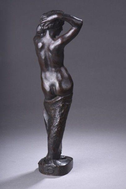 Louis DEJEAN ( 1872-1953) Femme nue au drapé Bronze à patine brun clair Hauteur...