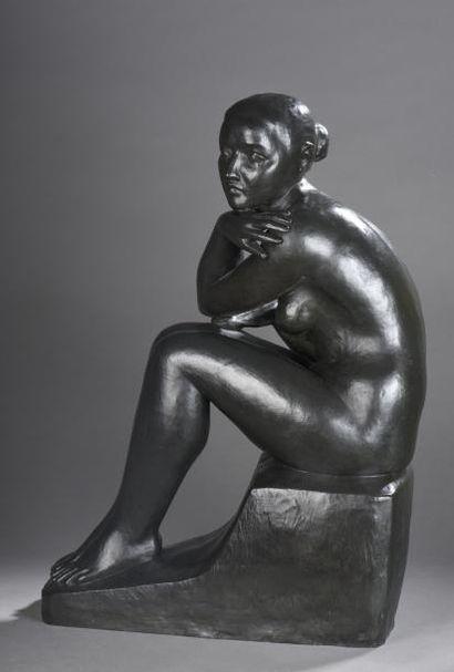 Louis Dejean (1872-1951)  Jeune femme assise,...