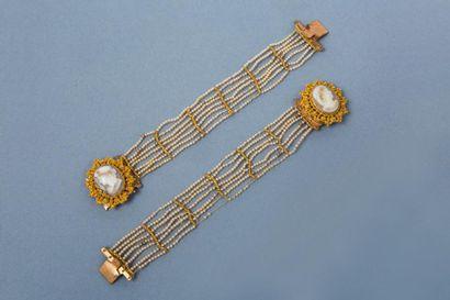 Paire de bracelets en pomponne (cuivre doré),...