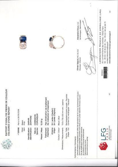 Bague en platine 900‰, sertie d'un diamant de taille ancienne de forme rectangulaire...
