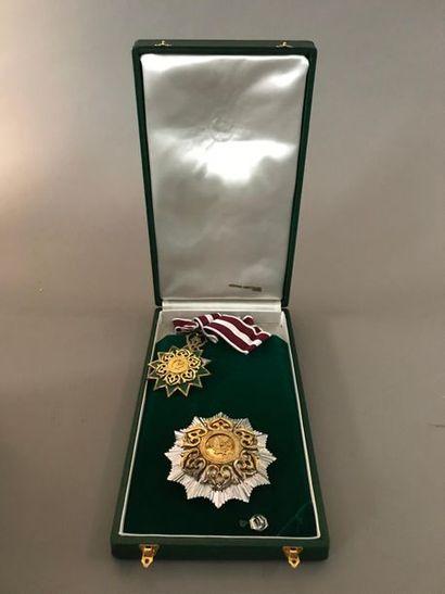 Qatar Ordre nationale du Mérite. Ensemble...