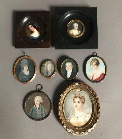 Lot de huit miniatures figurant des portraits...