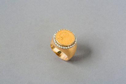 Chevalière en or jaune 9k 375 ‰ sertie d'une...