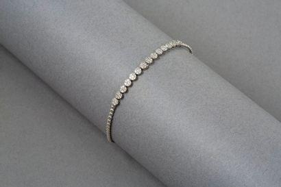 Bracelet en or gris 14k 585‰ serti de petits...