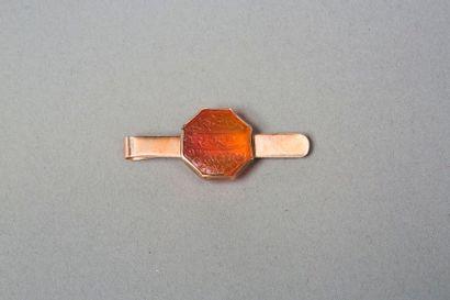 Pince cravate en or jaune 9k 375‰ sertie...