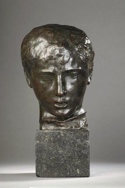 Joseph-Antoine BERNARD (1866-1931)  Tête de fillette, élément du groupe dit « de...