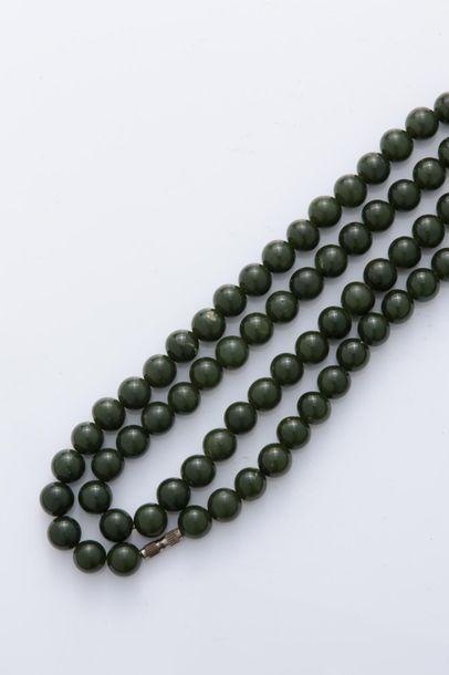 Important collier de type sautoir formé de...