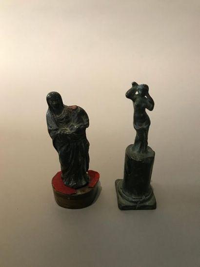 Lot de deux bronzes anciens, l'un figurant...
