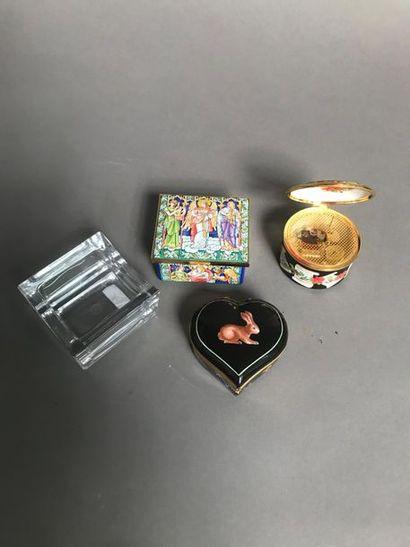 Lot comprenant : Boîte en porcelaine TIFFANY,...