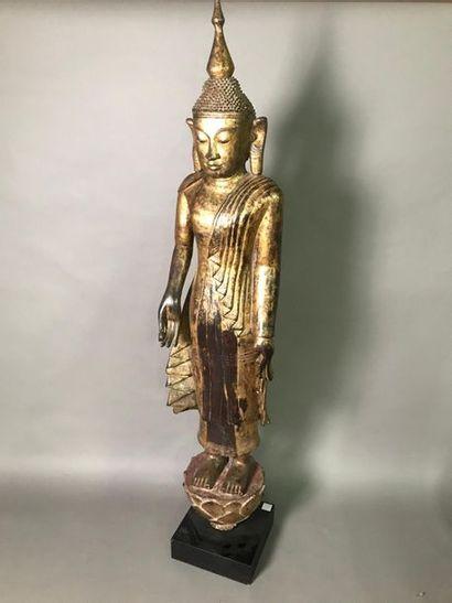 LAOS OU BIRMANIE Statue en bois laqué et...