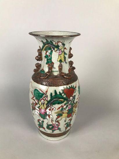 CHINE, NANKIN, XIXe Vase en grès à décor...