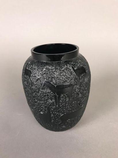 *LALIQUE France Vase en verre noir moulé-pressé...