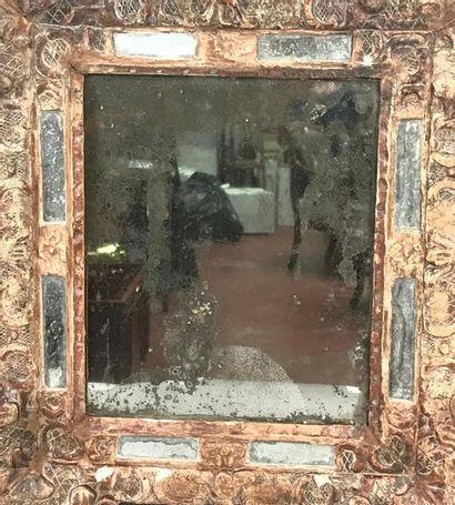 *Miroir à parcloses dans un encadrement en...