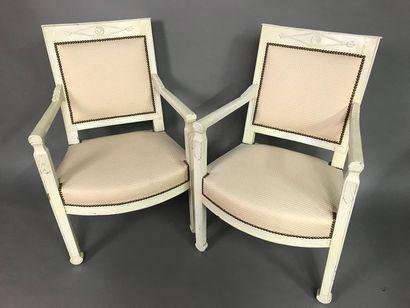 Paire de fauteuils Directoire en bois laqué...