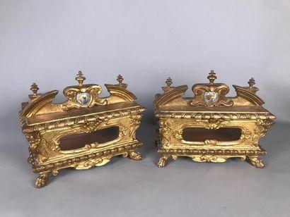 Deux reliquaires en bois sculpté et doré...