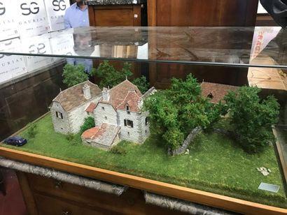 *Grande maquette représentant un hameau dans...